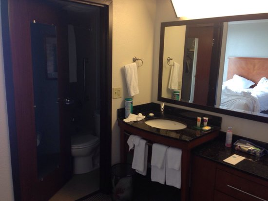 Hyatt Place Orlando Universal: Cramped, bathroom sink outside of the bathroom.. Not good and not enough room in the small 'bath