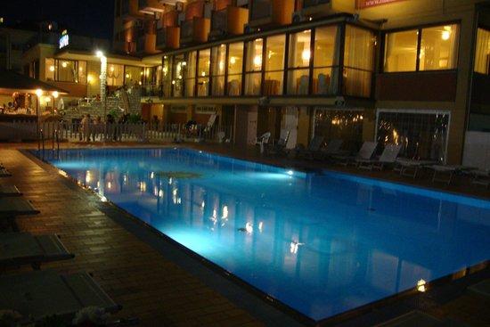 Silver Hotel: piscine et hotel de nuit