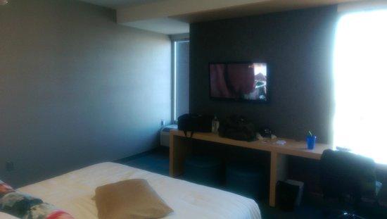 Aloft Oklahoma City Downtown Bricktown : TV in the room