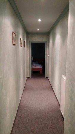 Tournet : Corridoio lunghissimo! La stanza è lontana dalle scale e quindi dai rumori