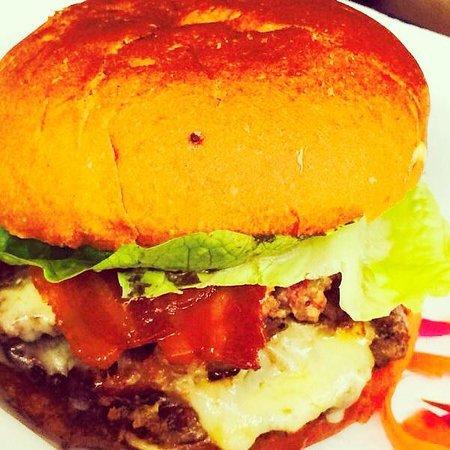 The Smokehouse: THAT amazing burger!