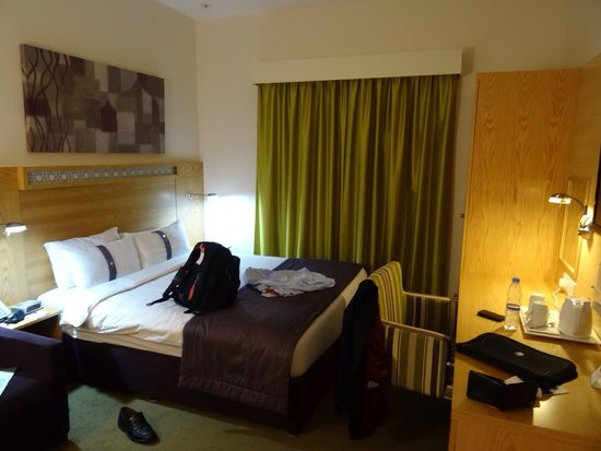 Holiday Inn Express Dubai Airport : La chambre
