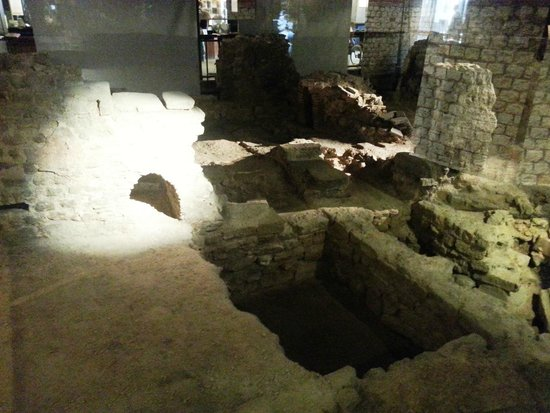 Archeological Crypt of the Parvis of Notre-Dame: Crypte