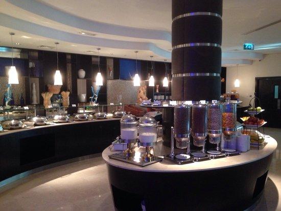 Holiday Inn Express Dubai Airport: Salle du petit-déjeuner