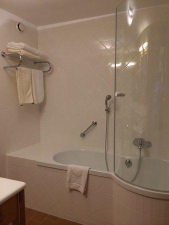 Best Western Premier Kaiserhof Kitzbuehel: バスルーム