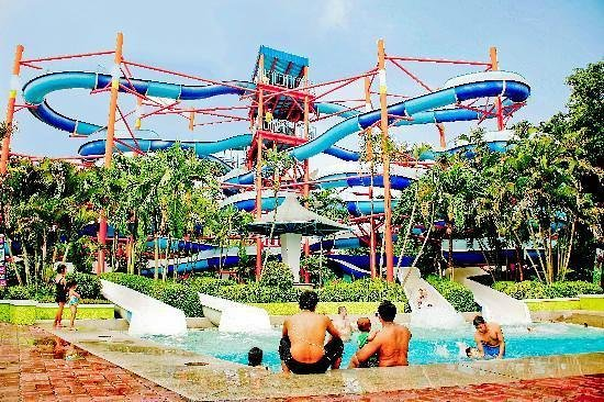 Laguna Park 1: slides at aqualand, not as good as they look!