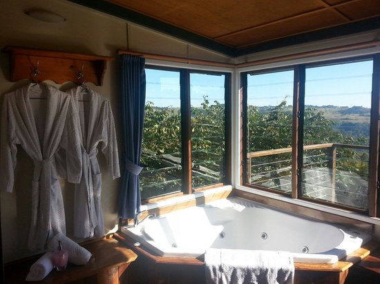 Rosebrook Cottages: Beautiful spa with a breathtaking view