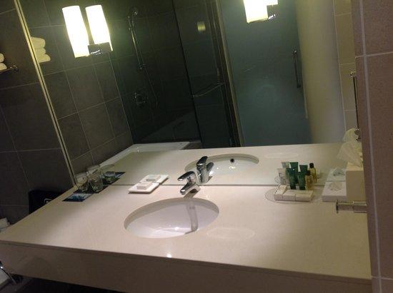 Hilton Auckland: Bathroom Vanity