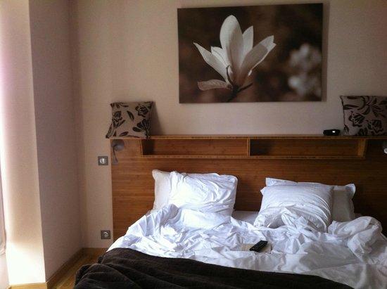 Le Prieure Hotel-Restaurant : bedroom