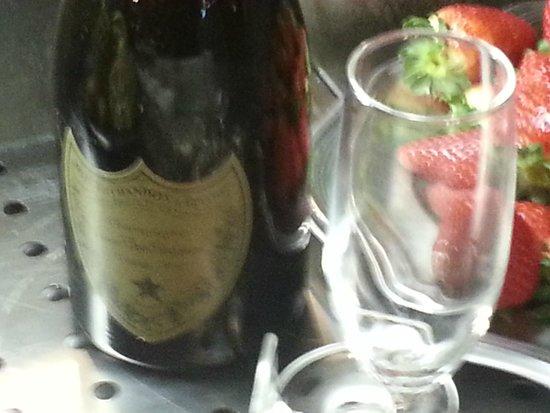 Montalto Uffugo, อิตาลี: fragole e champagne