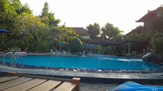 Matahari Bungalow Bar & Restaurant : pool