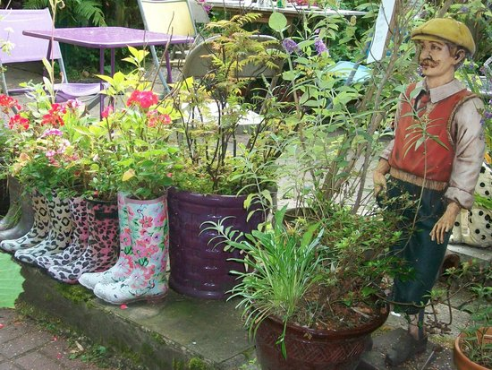 Mimosa Tea Garden: Eclectic Charm