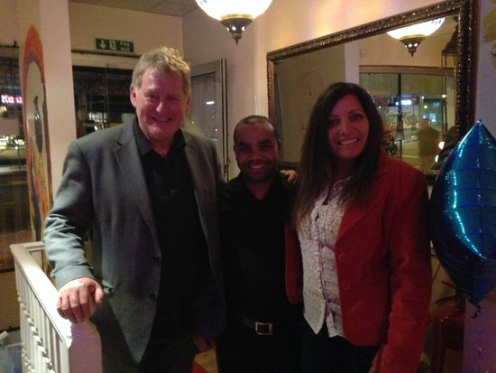 Lal Qila Indian Restaurant: Robin and Aby with Ramon our lovely waiter