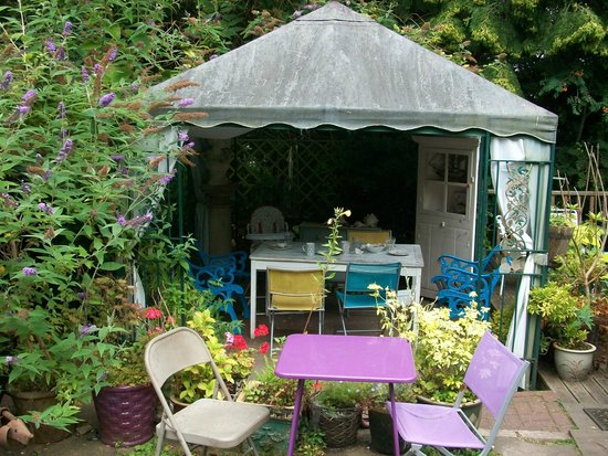 Mimosa Tea Garden: Plenty of Shelter from the Elements