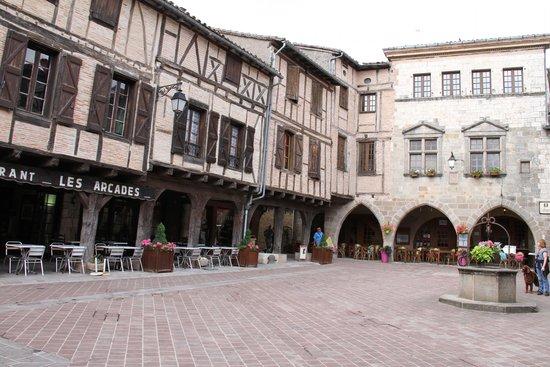 Hotel Des Consuls : The hotel in the Main Square