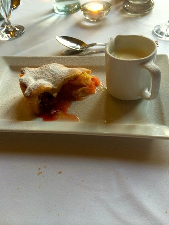Mellington Hall Hotel: strawberry and apple pie