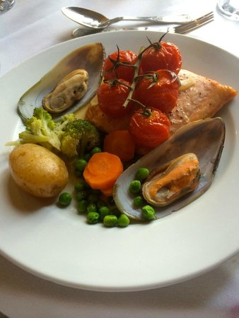 Mellington Hall Hotel: Salmon and Mussels