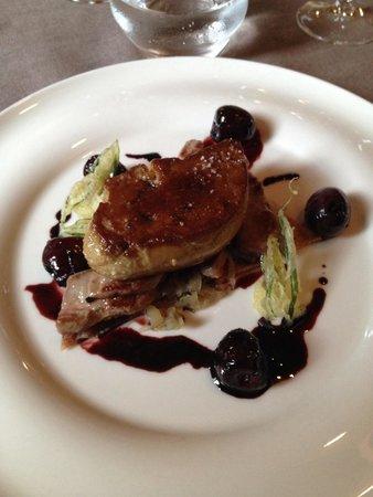 Les Curiades: Aiguillettes de canard et foie gras poêlé aux cerises