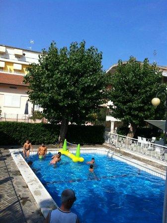 Hotel Clitunno : La piscina vista dall'alto