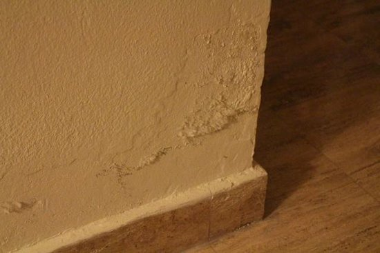 Now Sapphire Riviera Cancun : Mouldy Wall - not cleaned even though was reported