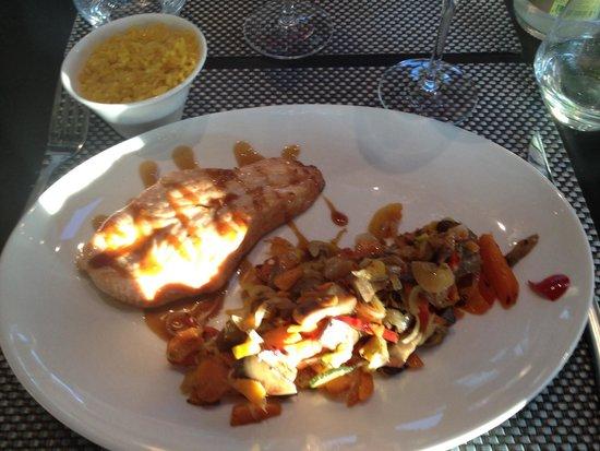 B Com Brasserie : Cœur de saumon et son wok