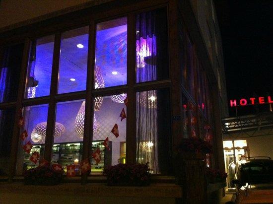 Hotel Allegra: Hotel bei Nacht