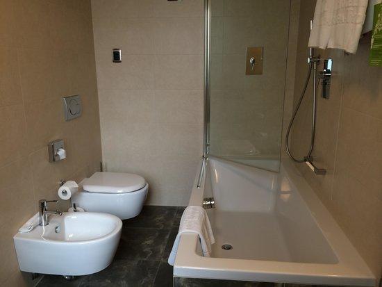 Grand Hotel Europa: バスルーム