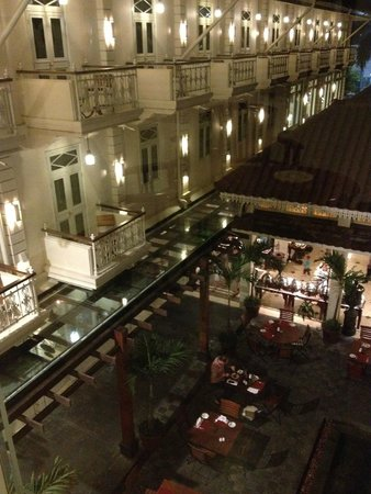 The Phoenix Hotel Yogyakarta - MGallery Collection : le patio vu de l'étage