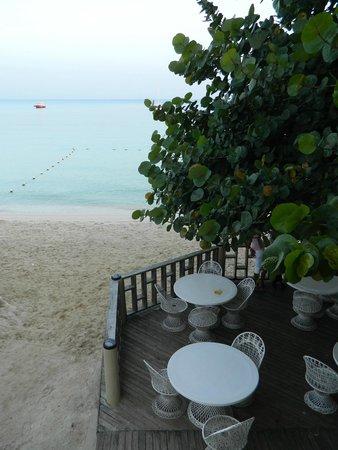 Travellers Beach Resort: Beachfront Dining!