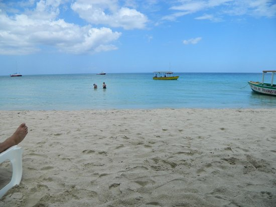 Travellers Beach Resort: Lounging at the beach!