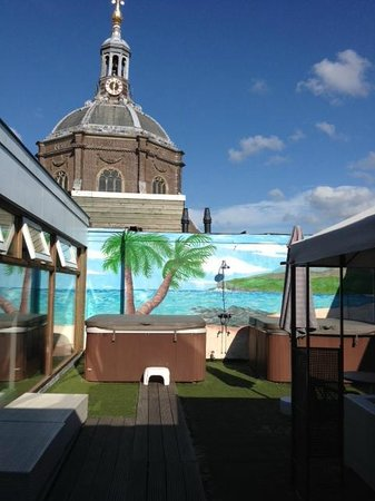 Best Western City Hotel Leiden : Rooftop area with church in background
