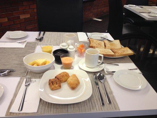 Melia Kuala Lumpur: colazione