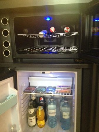 The Guesthouse Vienna: Wine chiller and mini refrigerator