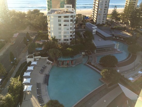 Q1 Resort and Spa : Pool area and Longboards resturaunt from the12th floor