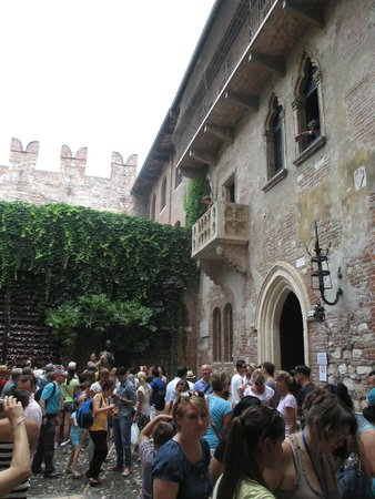 Casa di Giulietta: Gulietta's balcony