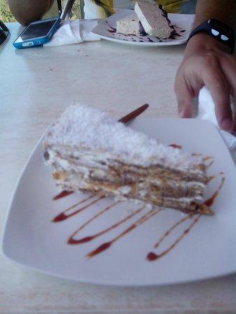 La Muralla : Tarta casera, coco, chocolate, nata etc..