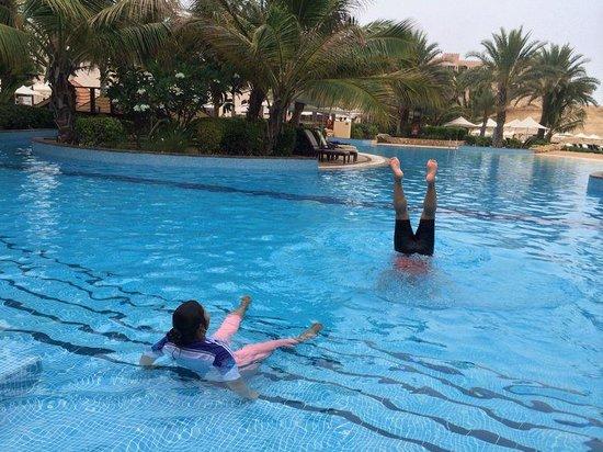 Shangri-La Barr Al Jissah Resort & Spa: cool pool!