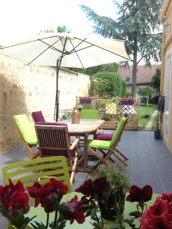 La Mêloise : vue d'ensemble terrasse jardin