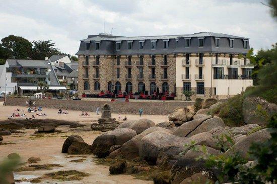Hotel Castel Beau Site : hotel vu du GR34