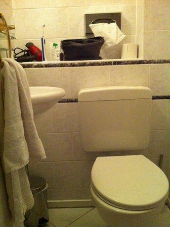 Hotel-Pension Savoy nähe Kurfürstendamm: toilet/håndvask