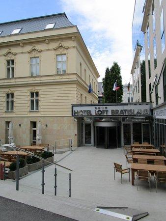 LOFT Hotel Bratislava: Ingang hotel