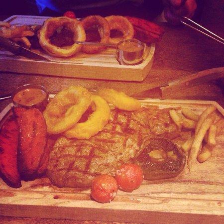 The Grill & Smokehouse Restaurant: Sirloin steak