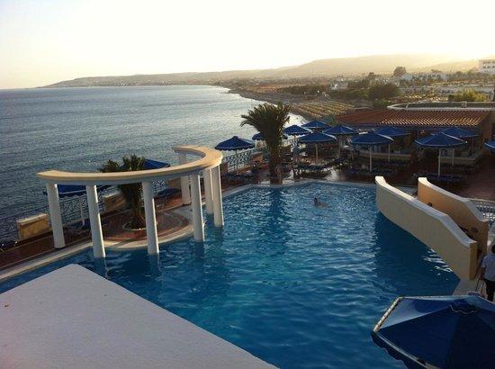 Mitsis Summer Palace Beach Hotel: The main pool