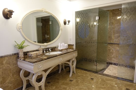 Eldora Hotel: Bathroom