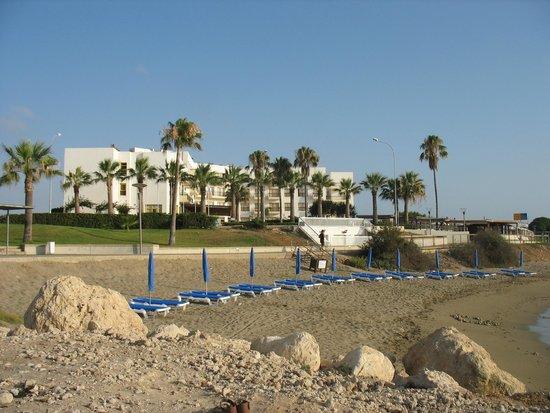 Evalena Beach Hotel Apartments: Вид на отель Евалена с моря
