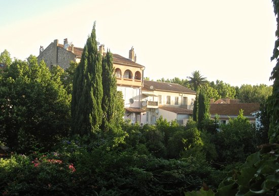 Hotel des Lices : View from other side of balcony.