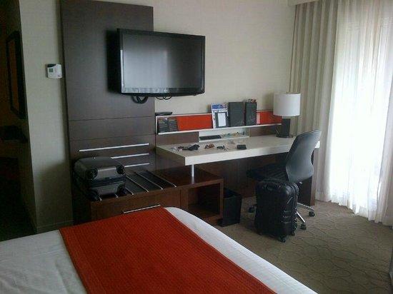Delta Hotels par Marriott Montréal : Modern and well appointed room