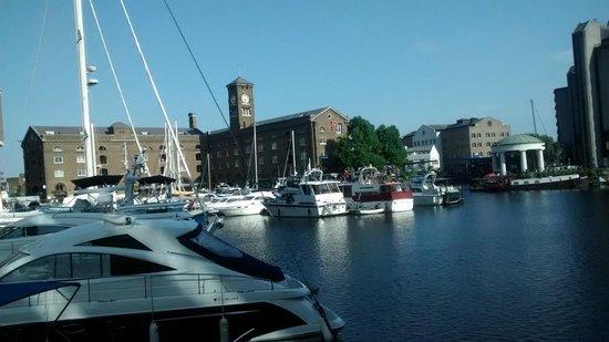 St. Katharine Docks: Vista dos cafés