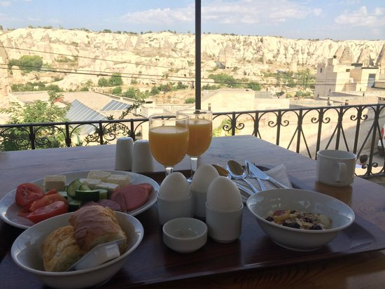 Koza Cave Hotel: breakfast with view