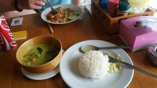 Sea Sunset Resort: L'un des délicieux plats thai proposés au restaurant
